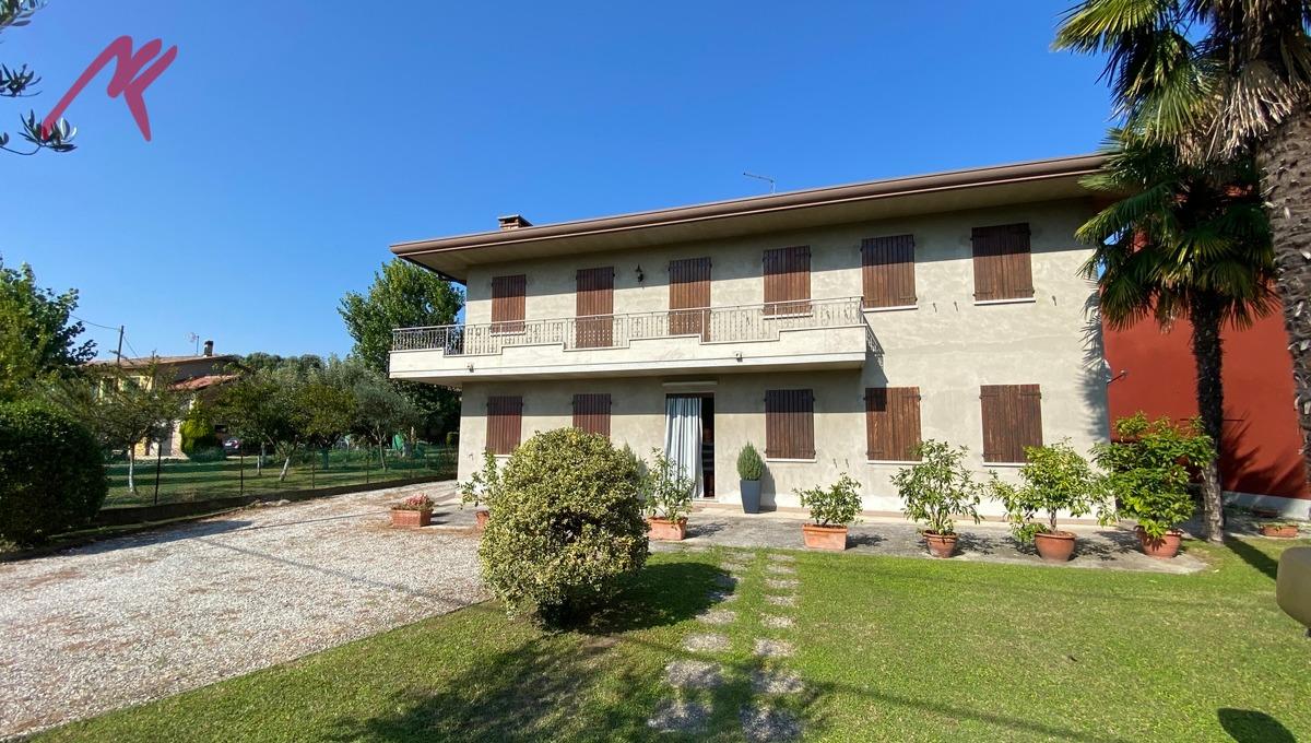 Rif. 1963 – S. Angelo di Piove – Casa Singola con locale accessorio e ampio giardino